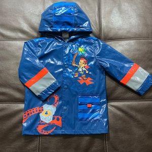Disney Jake and The Neverland Raincoat